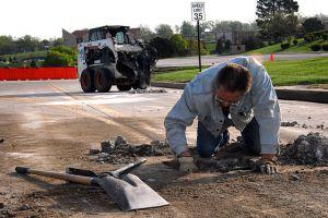 640px-Pothole_repair